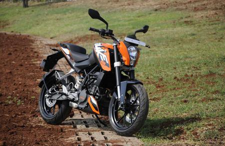 2012-KTM-200-Duke-Front-Right