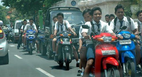 Pelajar dan sepeda motor | Teras Belitong Blog