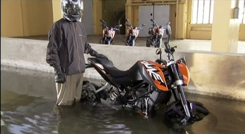 KTM-Duke-Underwater-Test