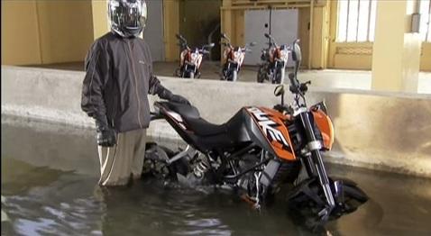KTM-Duke-Underwater-Test