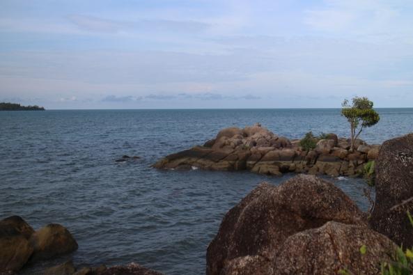 batu ketiga yang menjorok ke laut