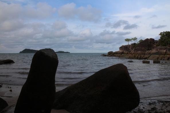 batu kedua yang menjorok ke laut