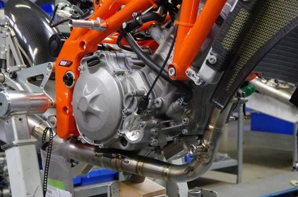 KTM-RC250R-Production-Racer-2013-01-888x588