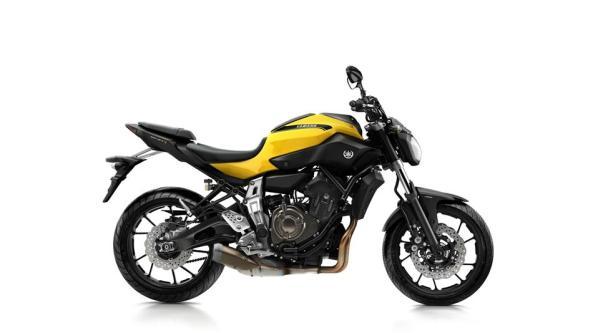 2015-Yamaha-MT-07-EU-Extreme-Yellow-Studio-002