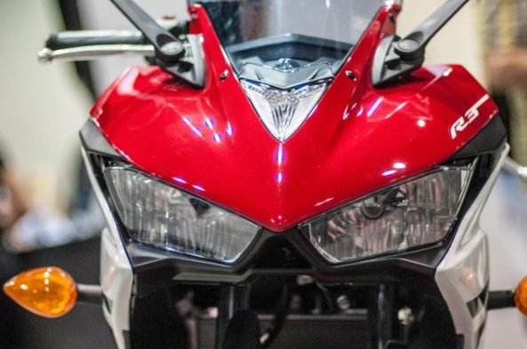 2015-Yamaha-YZF-R3-up-close-8