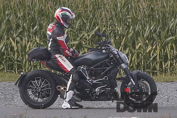 2016-Ducati-Diavel-Spy-Pics-1
