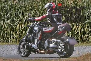 2016-Ducati-Diavel-Spy-Pics-2